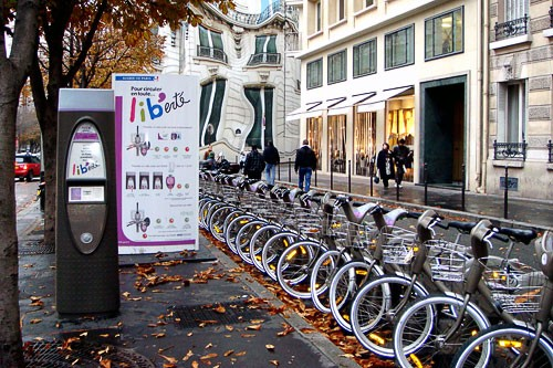 "Velib bike rentals in Paris, France. Photo by <a href=""http://www.frommers.com/community/user_gallery_detail.html?plckPhotoID=668cb6d7-40b0-4392-8556-6e5d2175bf2d&plckGalleryID=c0482941-0d2d-4cca-b8c4-809ee9e20c72"" target=""_blank"">Janels1/Frommers.com Community</a>."