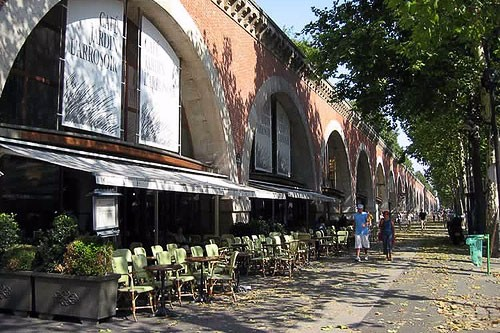Storefronts along the Viaduc des Arts.
