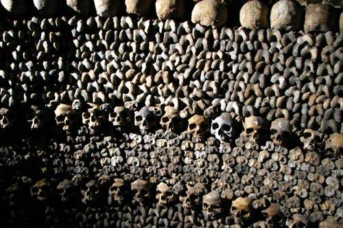 Skulls and bones in the catacombs of Paris, Les Catacombes de Paris.