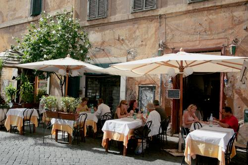 8 Secrets To Eating Well In Italy