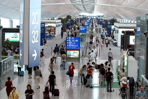 Central Concourse at Hong Kong International Airport. Photo courtesy Hong Kong International Airport.
