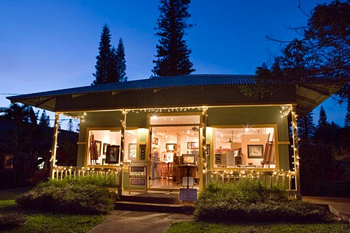 Creative classes are offered at the art gallery in beautiful and culturally rich Lanai City.