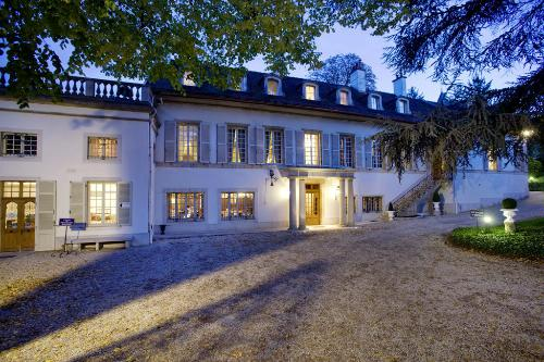 Chateau Hotel Andre Ziltener in Chambolle-Musigny, Burgundy, offers a beautiful stay while exploring the Routes des Grand Crus.