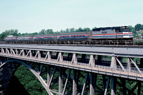 "Amtrak's Maple Leaf crossing the Whirlpool Bridge over the Niagara River, Ontario. Photo by <a href=""http://www.flickr.com/photos/springfieldhomer/4095608115/"" target=""_blank"">Slideshow Bruce/Flickr.com</a>."