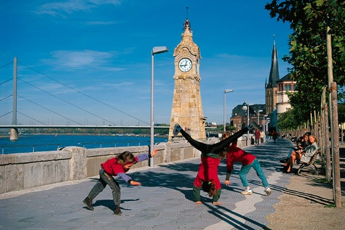 Children doing cartwheels along the Rhine. Photo: Dusseldorf Marketing & Tourismus GmbH