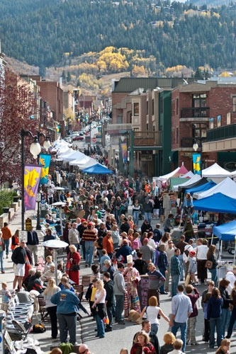 Pick up a little trinket at the Park Silly Sunday Market on Main Street. Photo courtesy Park City Chamber of Commerce & Visitors Bureau