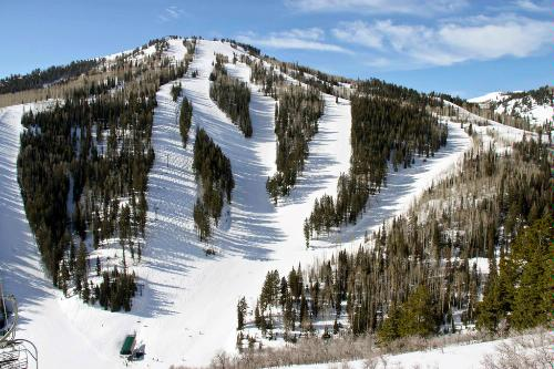 The ski slopes of the Deer Valley Resort in Park City, Utah.