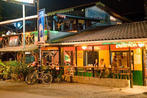 Tipping in Costa Rica: A Gratuities Guide for Hotels, Restaurants, and Tours | Frommer's