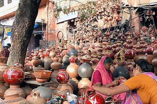 A mountain of pottery at a bazaar in Jaipur.