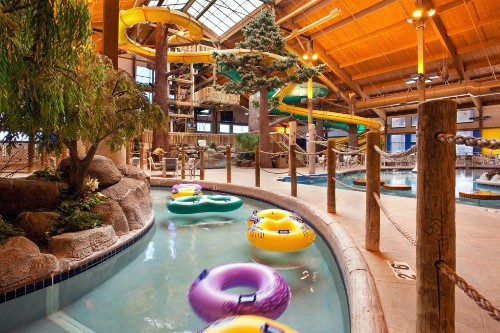 Affordable hotels lazy rivers water parks more for Spa getaways near chicago