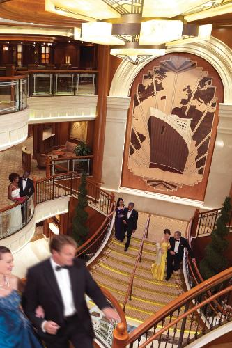 The Grand Lobby of the Queen Elizabeth recalls of the classic elegance of the Cunard line.