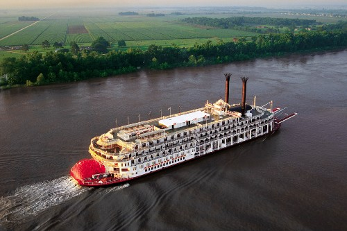 American Queen sailing the Mississippi River.
