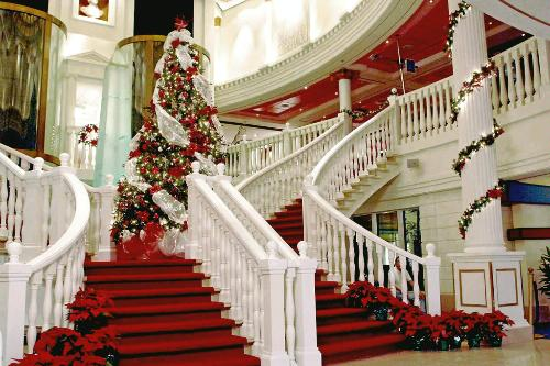 the capitol atrium grand staircase on pride of america norwegian cruise lines - When Do Cruise Ships Decorated For Christmas