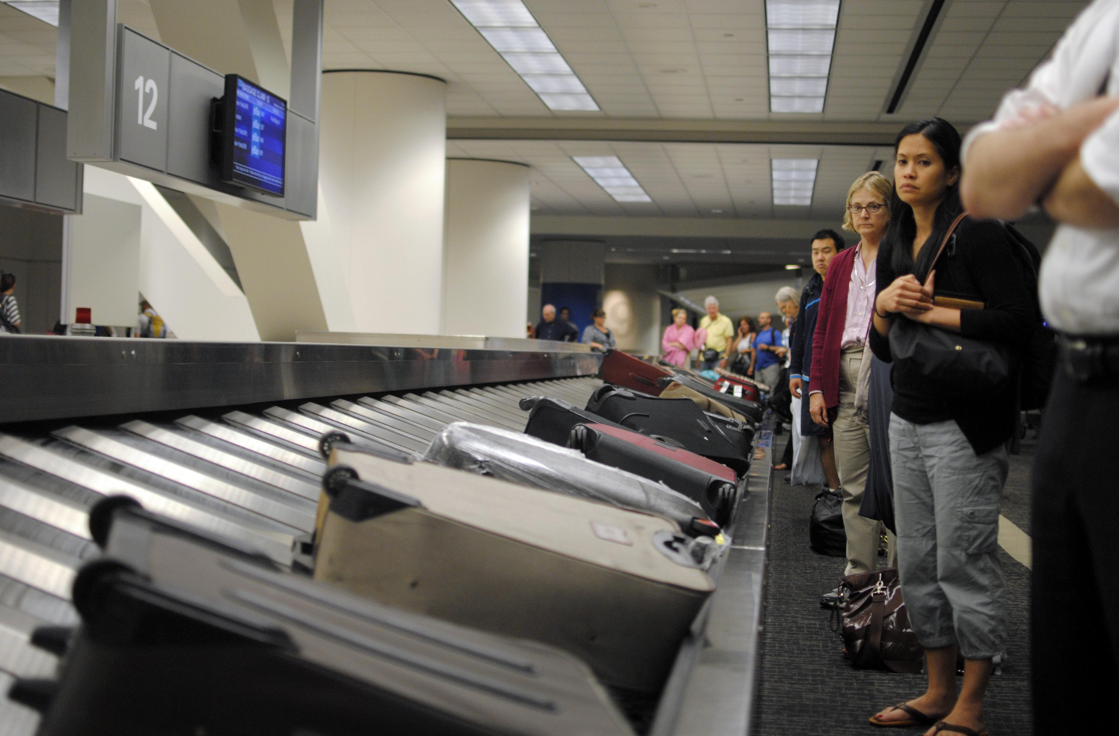 Government Won't Require Bag Fee Disclosure in Airfares | Frommer's